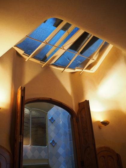 ช่องแสงที่มีลักษณะคล้ายครีบปลา Casa Batlló