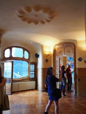 เพดานไม่ธรรมดาจริงๆ ดูสนุกมาก Casa Batlló