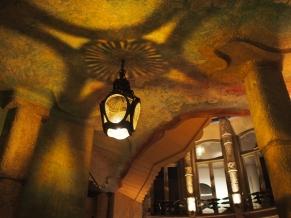 เล่นกับแสงเงา Casa Milà บาร์เซโลน่า