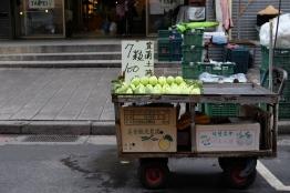 แผงฝรั่งหอมๆ ในตลาด / Beitou, Taipei, Taiwan