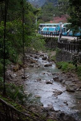 ลำธารน้ำพุร้อน สองข้างทางมีที่ให้นั่งประปราย ชิลล์มาก / Beitou, Taipei, Taiwan