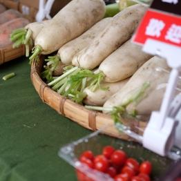 ไชเท้ากับมะเขือเทศร้านนี้ ที่เราจัดกลับบ้านอย่างมีความสุข / Water Garden organic Farmers Market, ไทเป ไต้หวัน