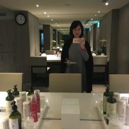 อุปกรณ์หน้ากระจก ในห้องแช่น้ำแร่รวม / The Gaia hotel, Beitou, Taipei