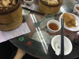 โต๊ะเล็กมาก เก็บกาชาไว้ใต้โต๊ะได้