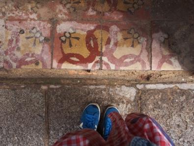 กระเบื้องอะไรหนอ ทำไมน่ารักขนาดนี้ มีรูปโบว์ด้วย Toledo, Spain